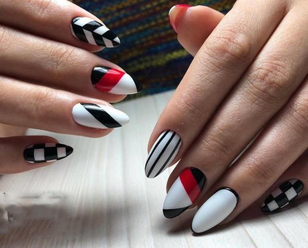 маникюр червено бяло черно