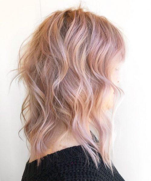бледо розово злато на руса коса