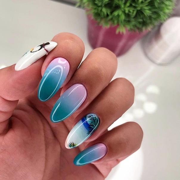 омбре в синьо на остри нокти