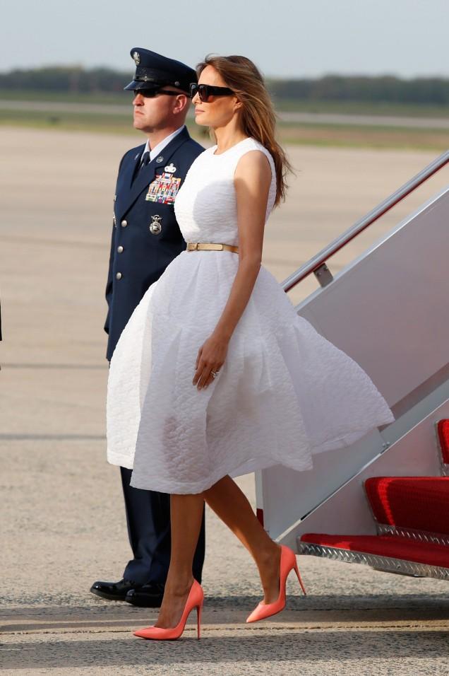 Мелания Тръмп ефирна рокля