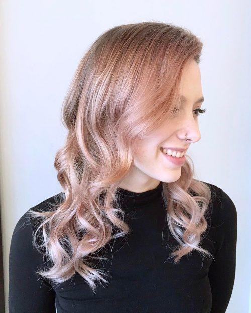 розово злато върху светла коса