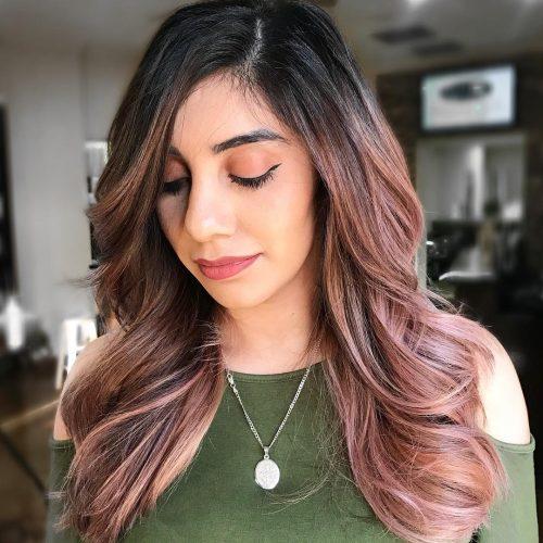 тъмна коса с розово-златни краища