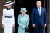 Мелания Тръмп с кралицата