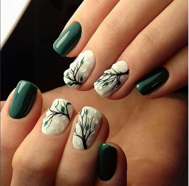 тъмнозелен маникюр с листа