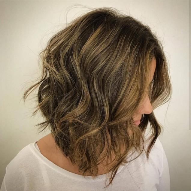 удължено каре кестенява коса