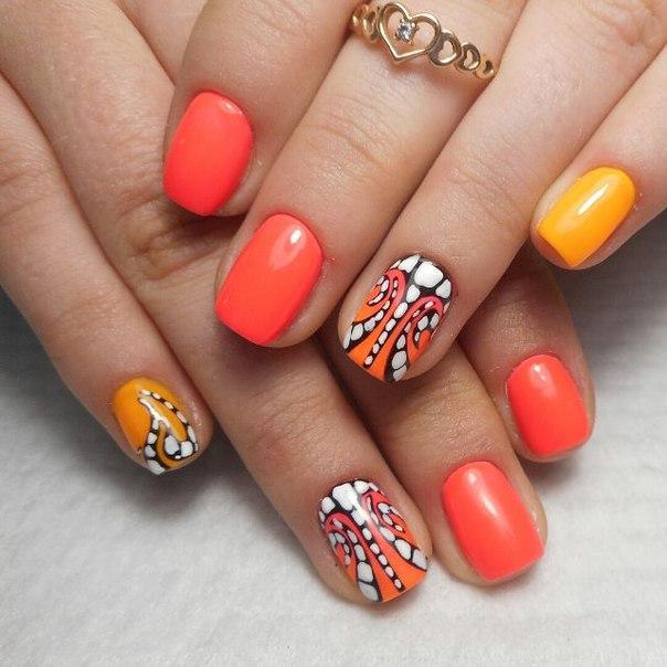 маникюр за къси нокти в ярки цветове