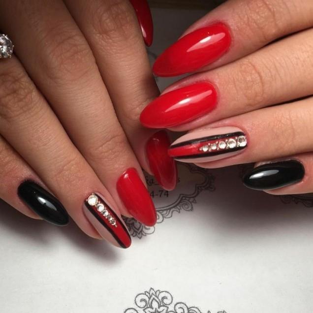 червен маникюр за остри нокти