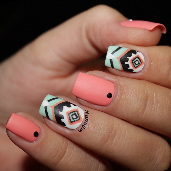 геометричен маникюр къси нокти розов