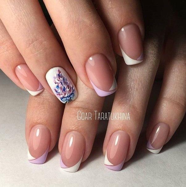 френски на къси нокти с цветя
