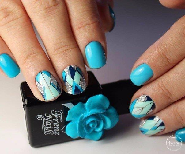 син геометричен маникюр къси нокти