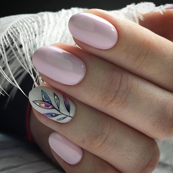 нежен розов маникюр къси нокти