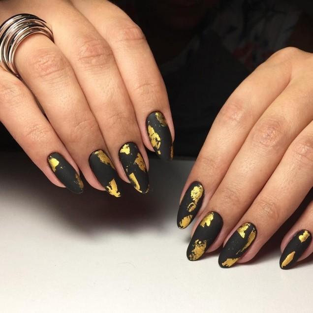 маникюр есенни листа със златно