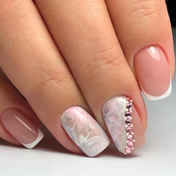 нежно бял маникюр къси нокти