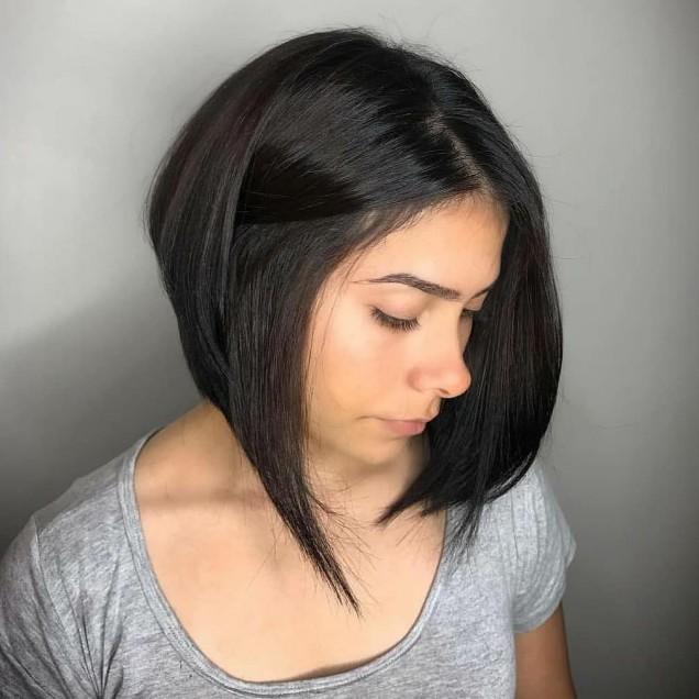 удължено каре на тъмна коса
