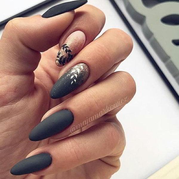 сиво-черен маникюр