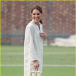Кейт Мидълтън игра на крикет в бяло