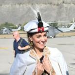 Кейт Мидълтън в традиционни пакистански дрехи