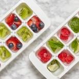 плодове във формички за лед