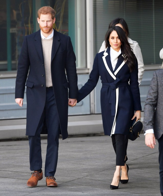 Меган елегантно палто в тъмносиньо и бяло