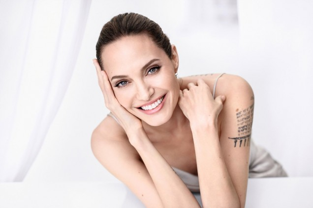 Анджелина Джоли усмивка