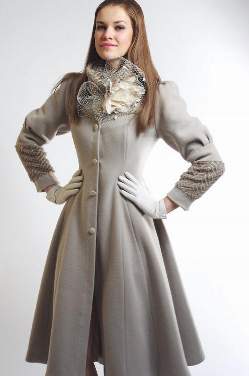 разкроено палто в сиво