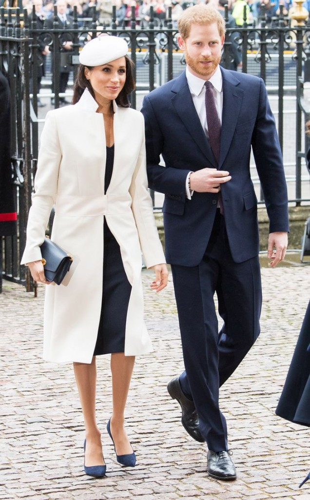 Меган Маркъл фантастично бяло палто с баретка