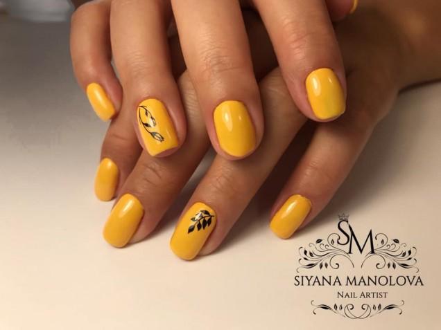 жълт маникюр