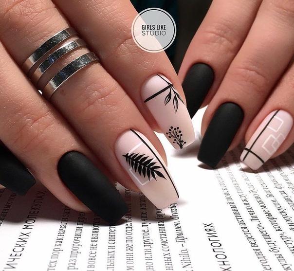 красив маникюр в черно и бледорозово