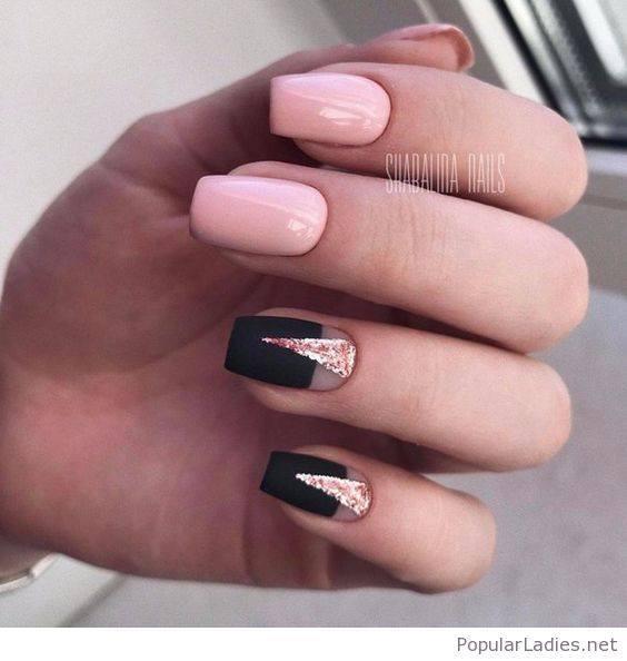 розово- черен маникюр