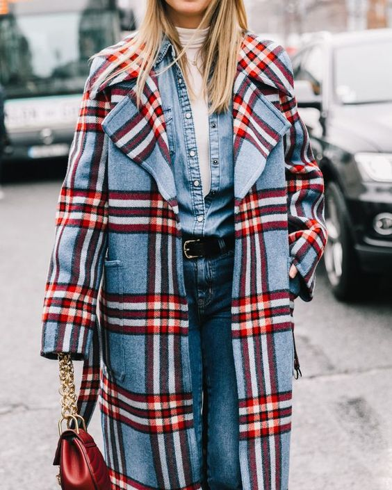 карирано палто в яркочервено и синьо
