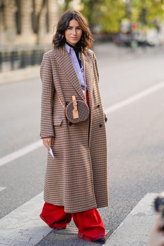 дълго карирано палто