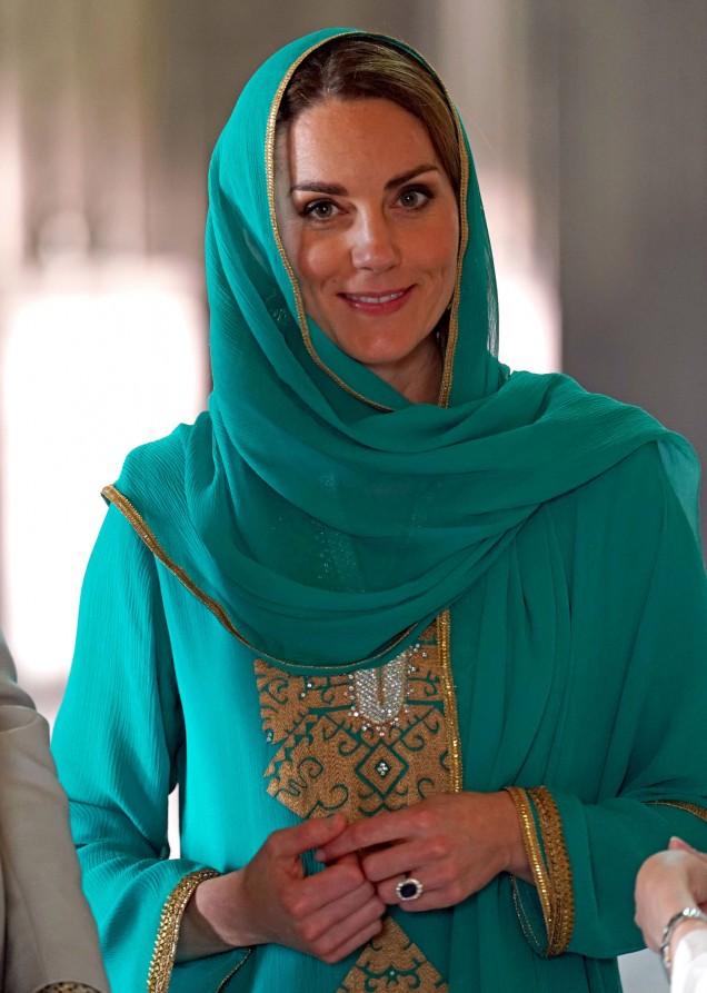 Кейт Мидълтън посети храм в Пакистан