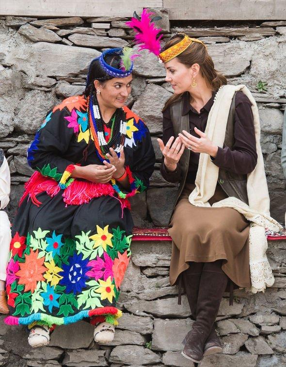 Кейт Мидълтън сред народа на Пакистан
