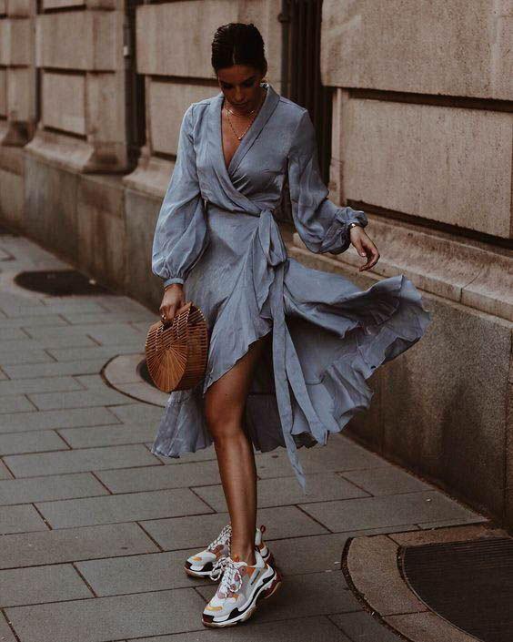 елегантна рокля с маратонки