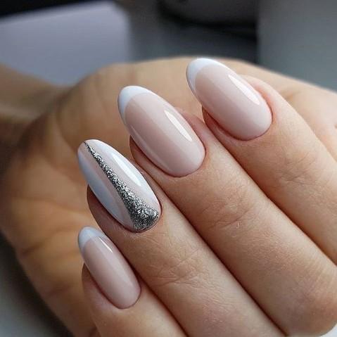 нежен френски в бяло и сребро