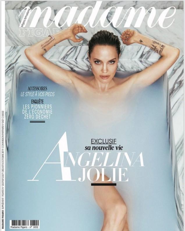 Анджелина Джоли във ваната