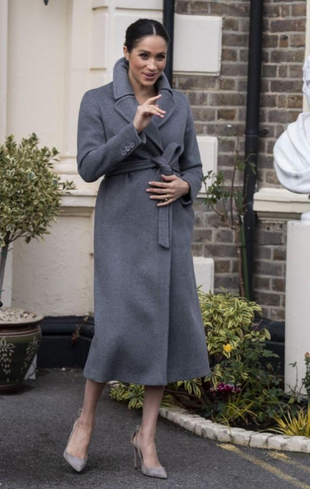 Меган сиво вталено палто