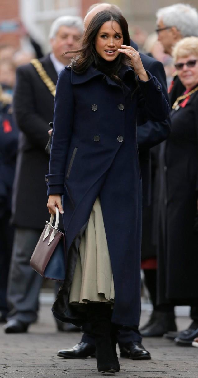 Тъмносиньо палто тип шинел