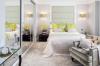 спалня с огледала