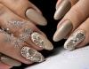 Злато, сребро и кристали - 21 блестящи маникюра, с които да разнообразите скучния делник (Снимки):