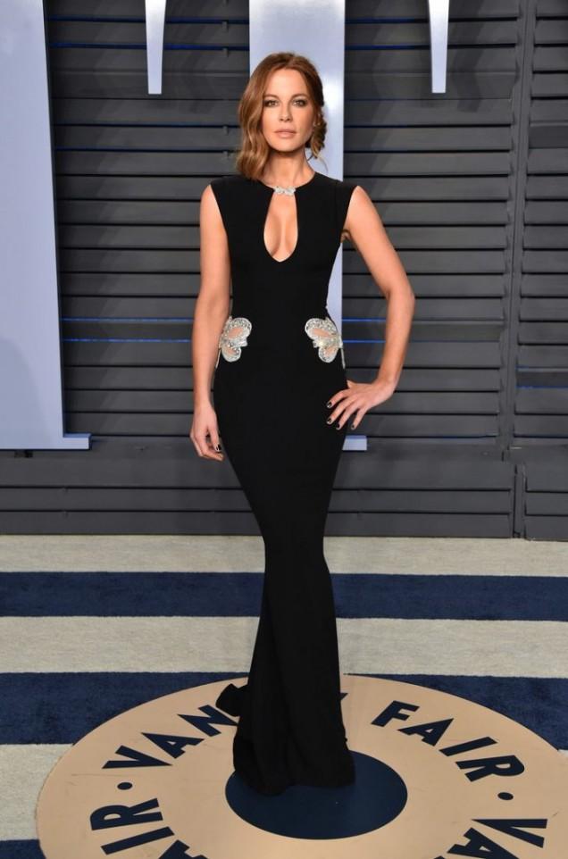 Кейт Бекинсейл красива рокля