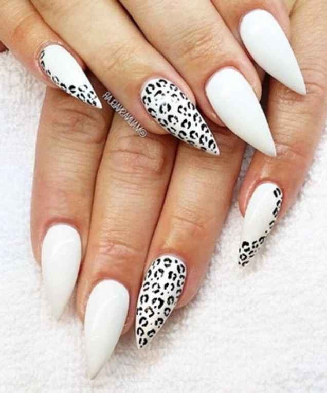 черно-бял леопардов маникюр