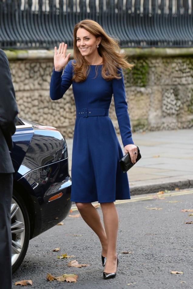 красивата Кейт Мидълтън в синьо