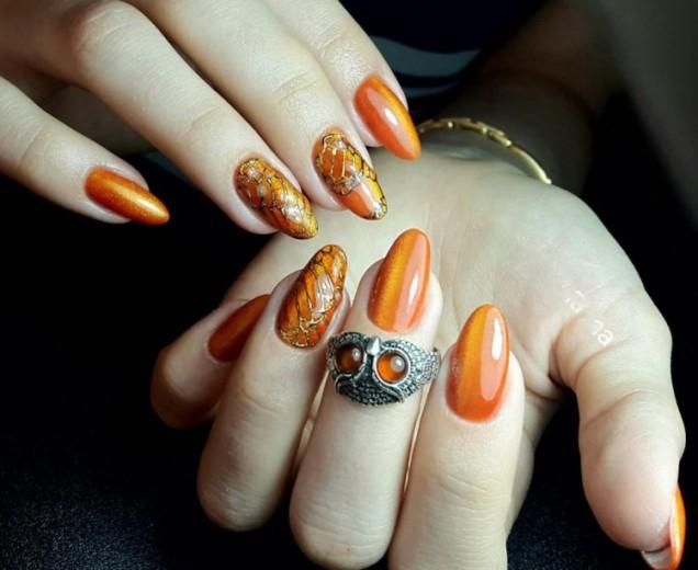 красив оранжев маникюр есенни мотиви