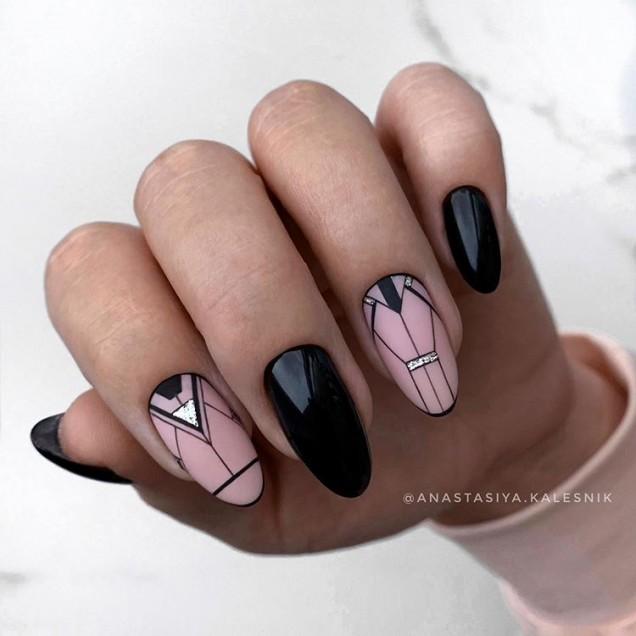интересен геометричен маникюр черно и розово