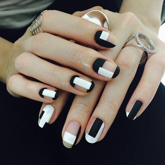 черно-бял геометричен маникюр