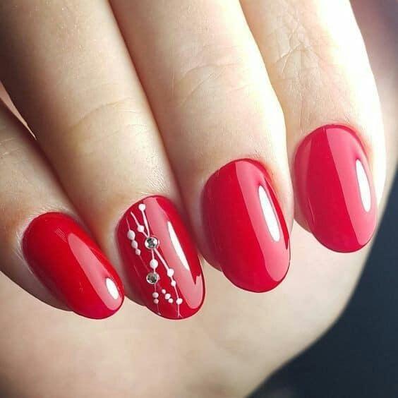 червени къси нокти.jpg