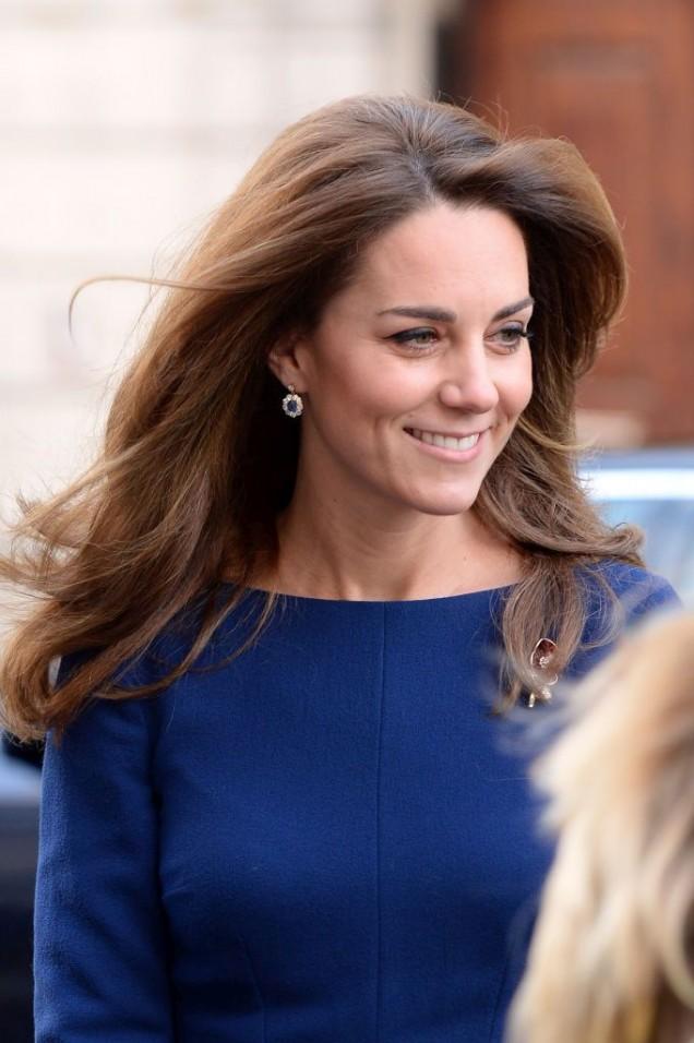 херцогиня Кейт красива в синьо