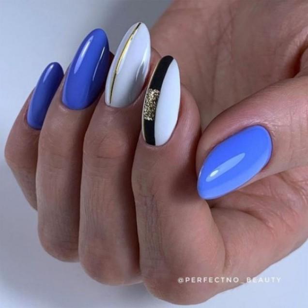 геометричен маникюр със синьо
