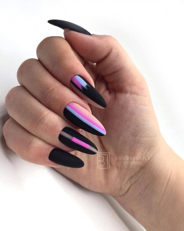 геометричен маникюр розово и черно